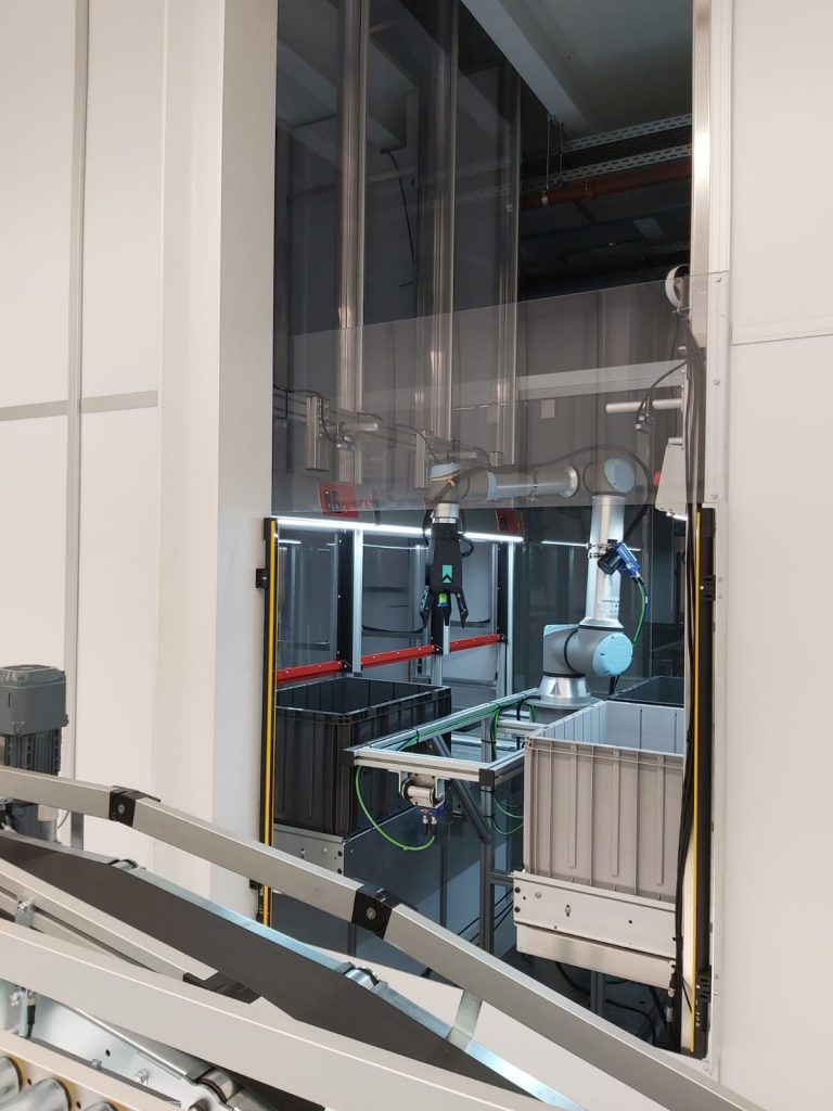 toegang tot robotcel afgeschermd door lichtscherm